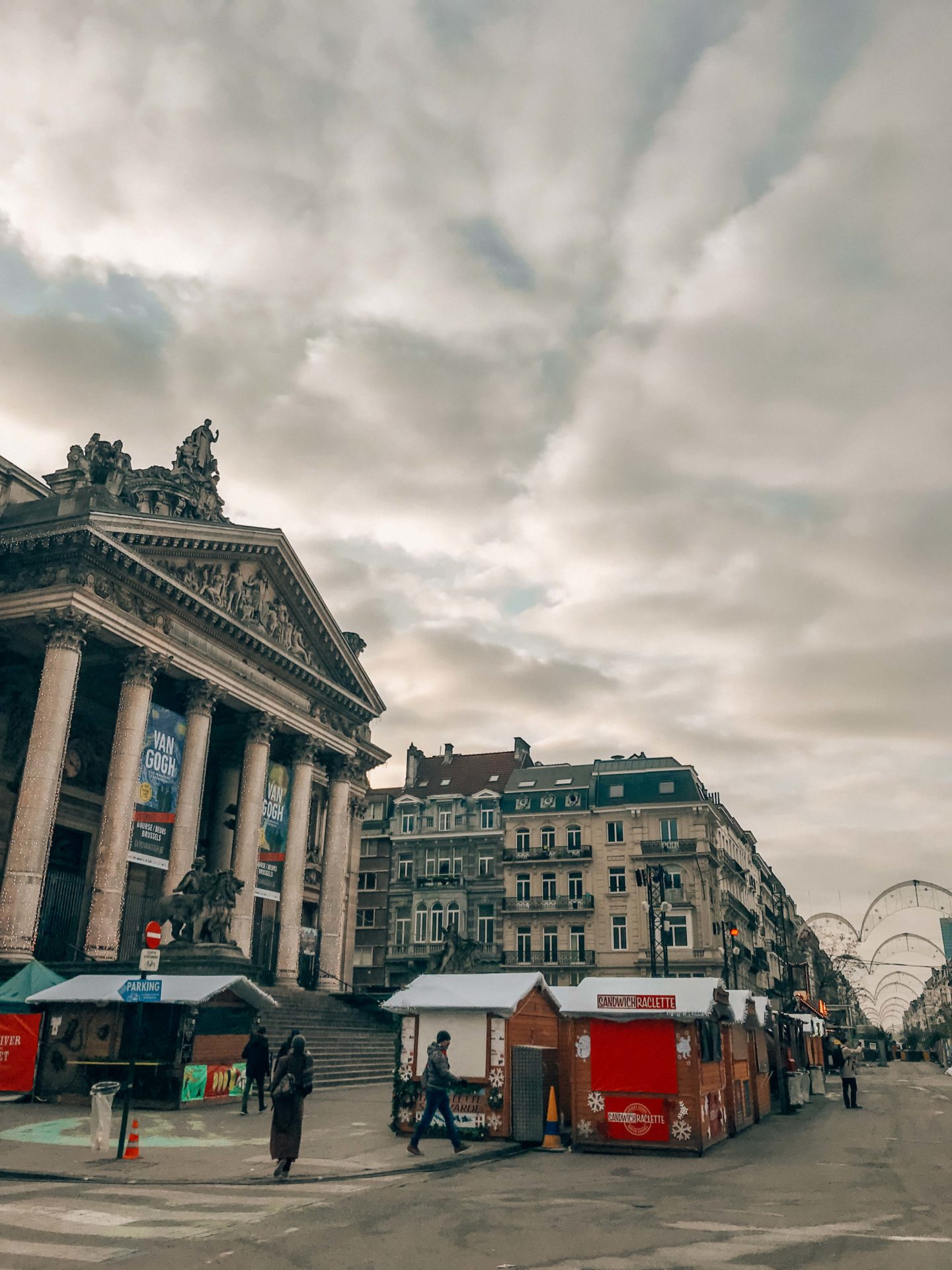 Visit the square of Bourse during your weekend in Brussels