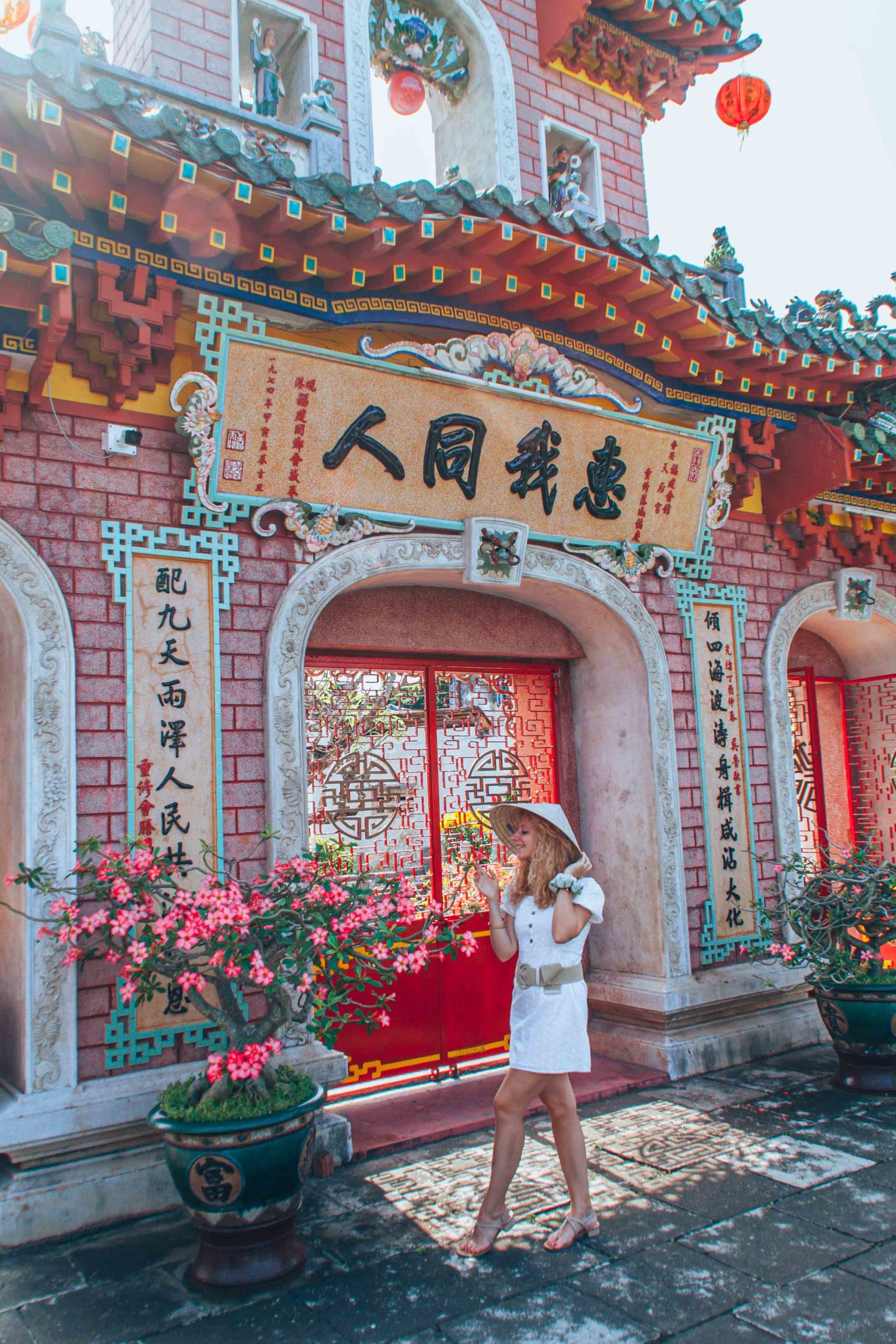 Flowers and architecture details in Fujian Chinese Assembly Hall, Hoi An, Vietnam