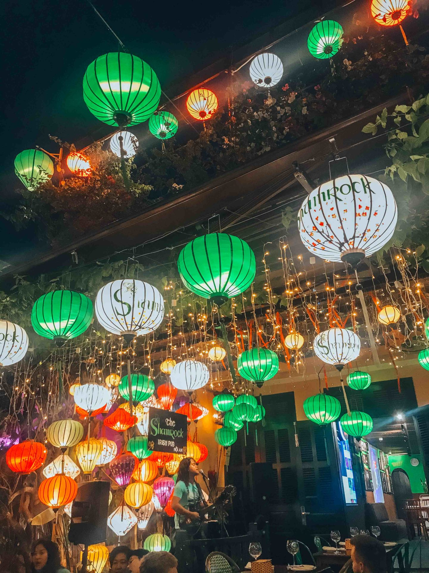 Where to eat dinner in Hoi An, lanters decoration and live music pub