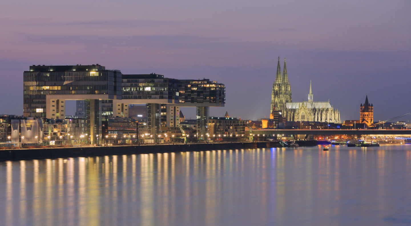 Kranhauser of Cologne by night