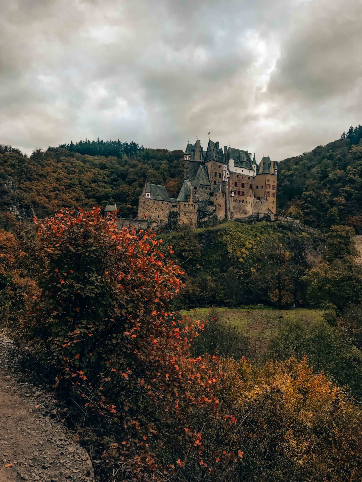 Burg Eltz castle view from the hiking route