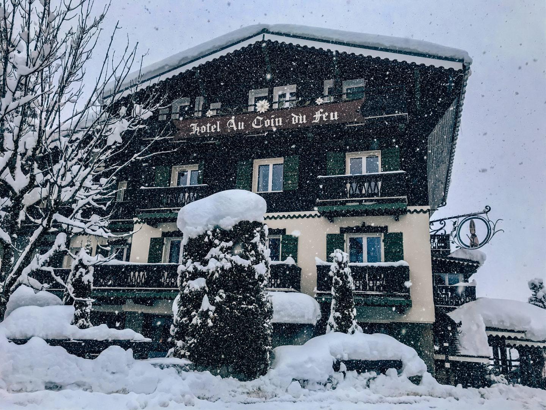 Hotel Au Coin du Feu under the snow