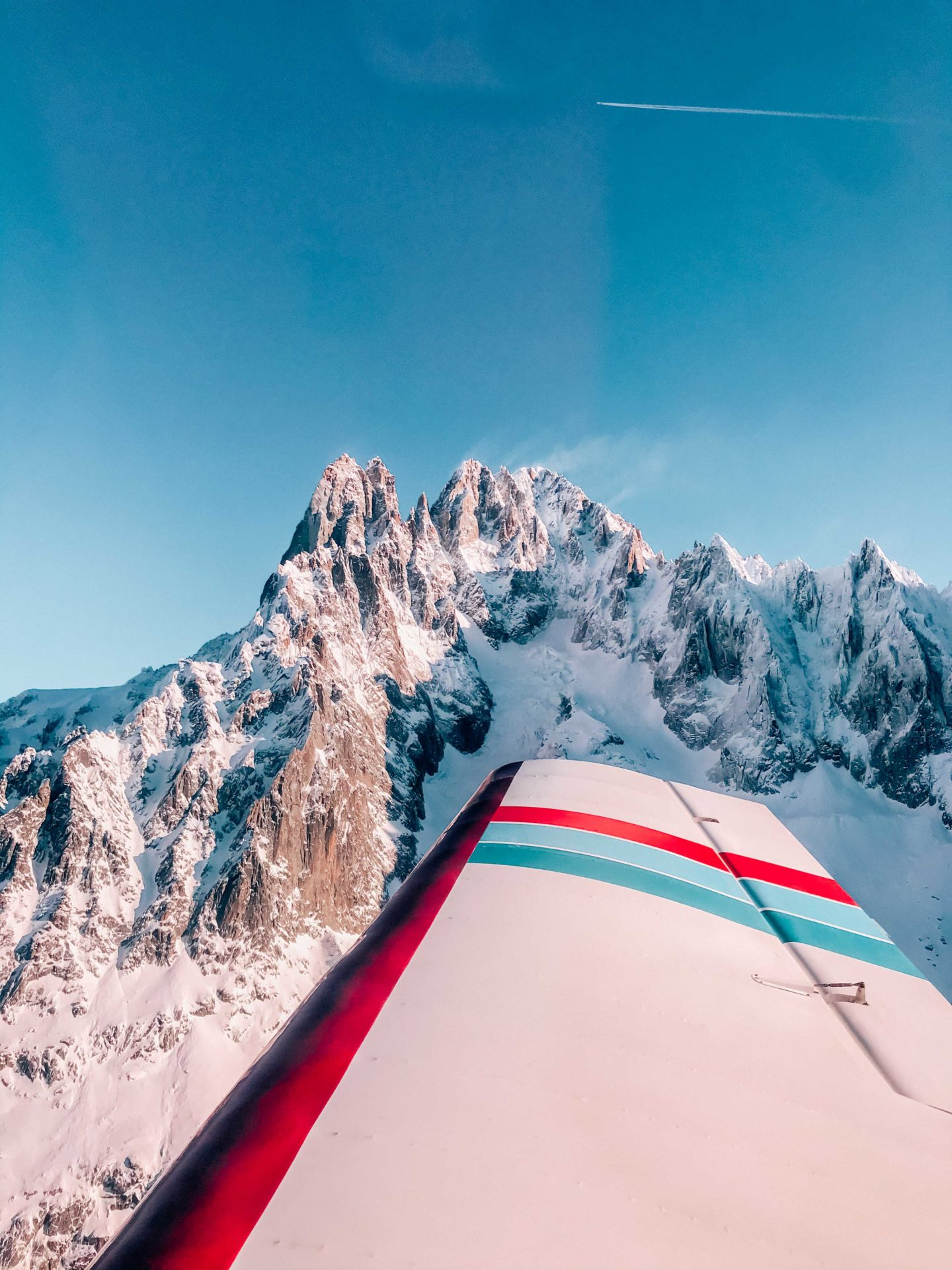 Flying around the Mont Blanc and its glaciers