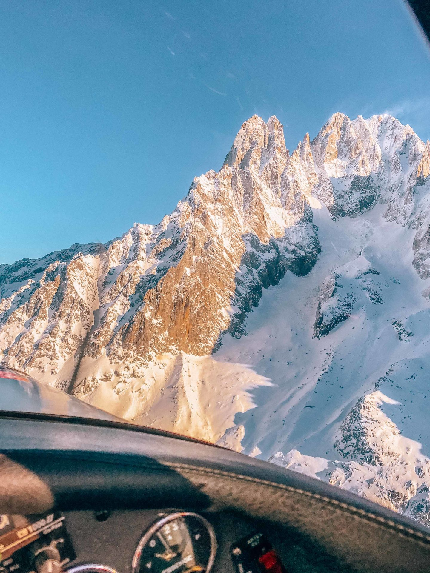 Flying around the Mont Blanc